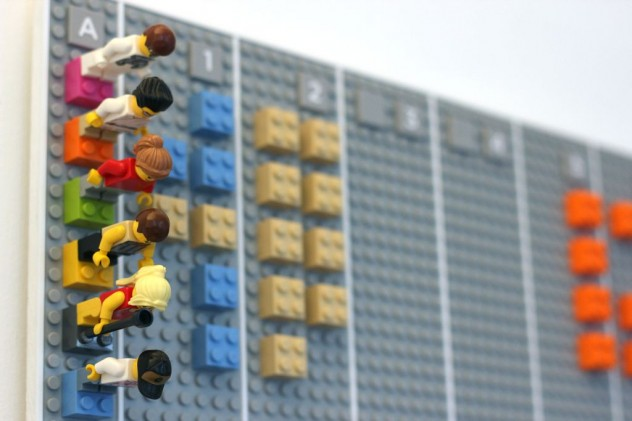 Calendario Fisico.Empresa Cria Calendario Fisico De Lego Que Sincroniza Com