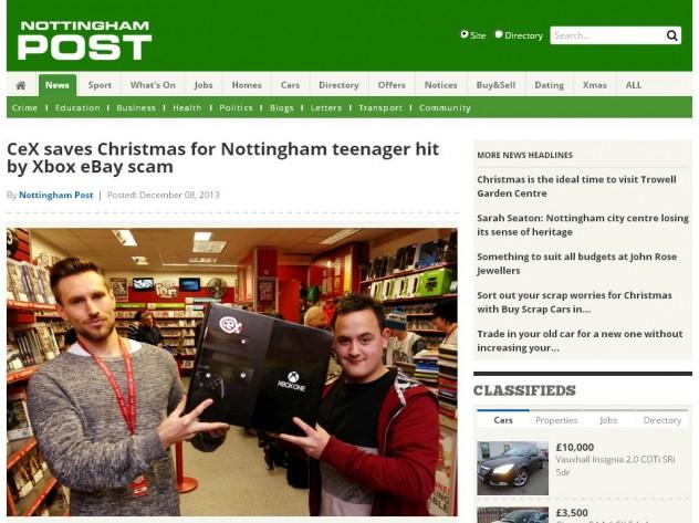 Assistente de gerente da CeX entrega Xbox One a Peter Clatworthy (Reprodução)